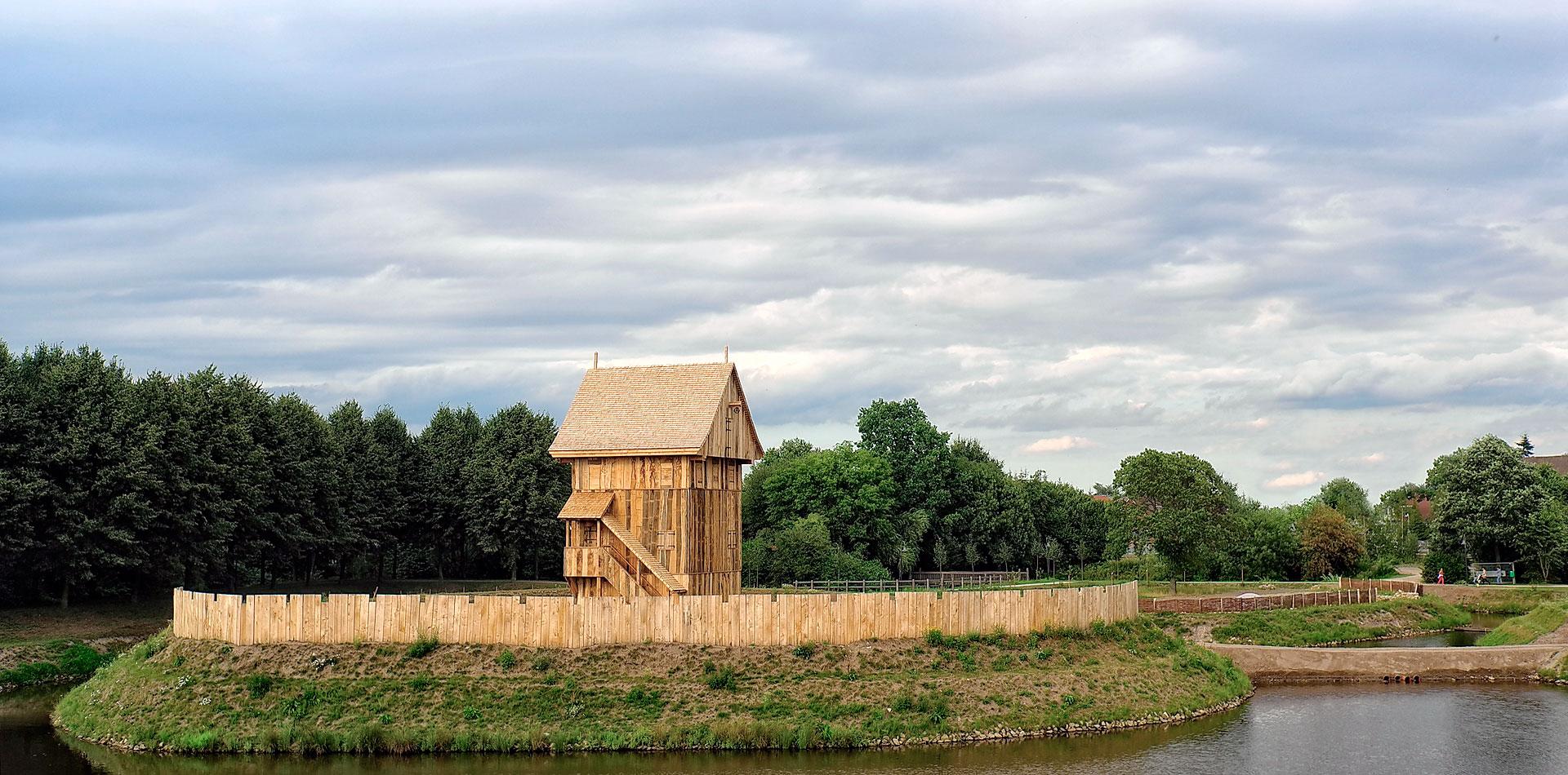 Turm des »Castrums Vechtense«, August 2013 (Foto: Bitter)